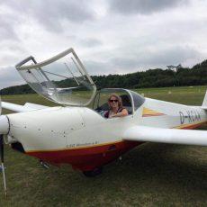Eileens erster Alleinflug im Motorsegler
