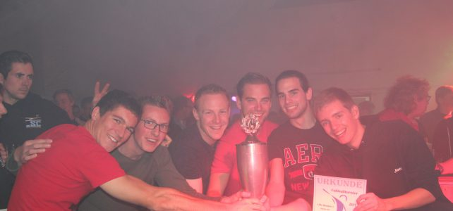 Mendener Segelflieger erobern erneut Pokal beim Fußballturnier