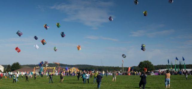 Bunter Himmel über Menden-Barge – Drachenfest 05. & 06. Oktober